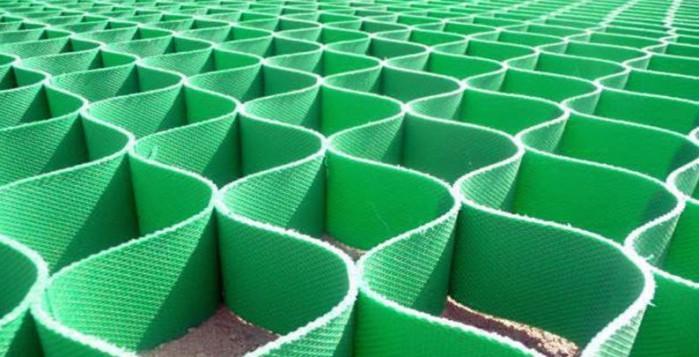 зелёная газонная решетка