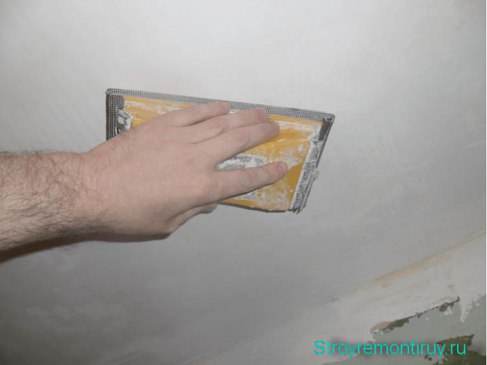 движения руки при шлифовке потолка