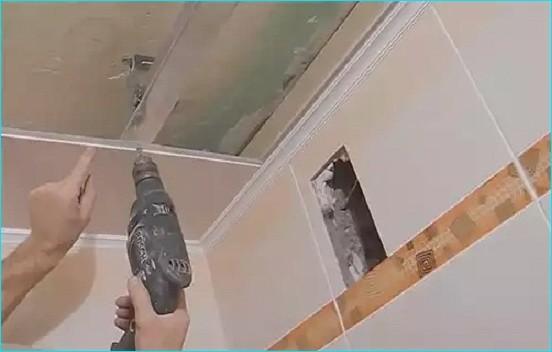 Монтаж пластиковых панелей на потолок своими руками в ванной