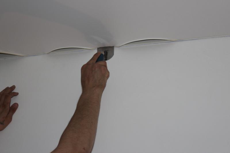 Как самостоятельно установить натяжной потолок?